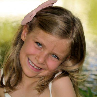 Fotografia profissional de rosto de menina a sorrir