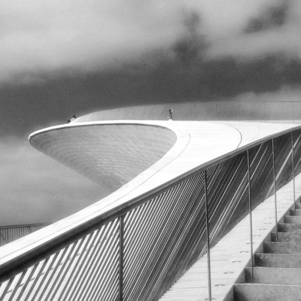 Fotografia profissional do Museu de Arte,Arquitectura e Tecnologia em Lisboa. Fotografia de autor,a preto e branco, com jogo de linhas e texturas.